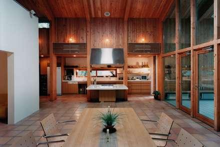 ダイニング: 株式会社ラウムアソシエイツ一級建築士事務所が手掛けたダイニングです。