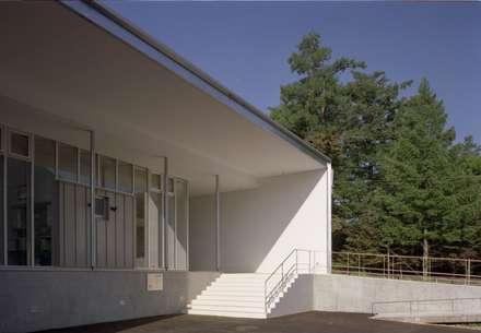 Clinics by 株式会社ラウムアソシエイツ一級建築士事務所