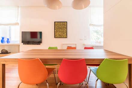 Appartamento design: Sala da pranzo in stile in stile Moderno di cristina bisà