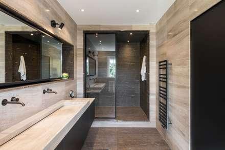 Réaménagement d'une salle de bain: Salle de bain de style de style Minimaliste par La Fable