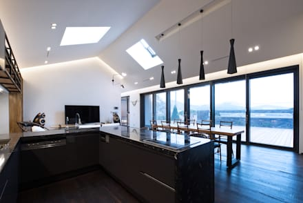 modern Dining room by Design Zzaim