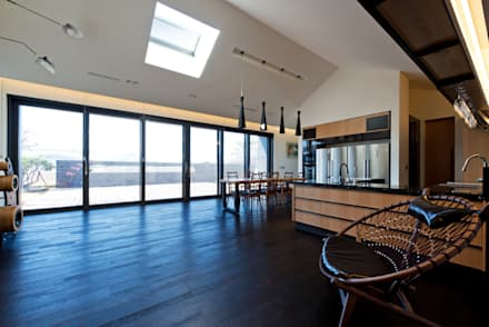 modern Living room by Design Zzaim
