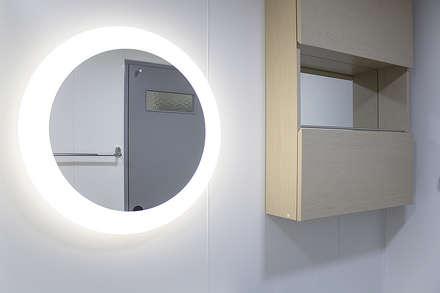 modern Bathroom by 플레이디자인
