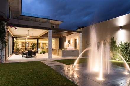JARDÍN: Jardines de estilo moderno por Rousseau Arquitectos
