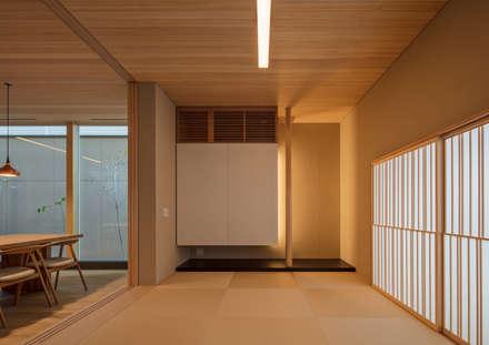 House in Nishiyamatyou: マニエラ建築設計事務所が手掛けた和室です。