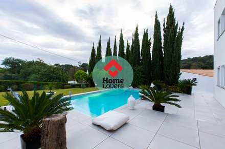 TO BUY * T4 + 2 + JARDIM + PISCINA + VISTA SERRA - SÃO BRÁS DE ALPORTEL: Piscinas modernas por HomeLovers Algarve
