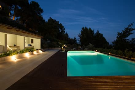 PGL | pool with a greenhouse: Piscina in stile in stile Mediterraneo di PLUS ULTRA studio