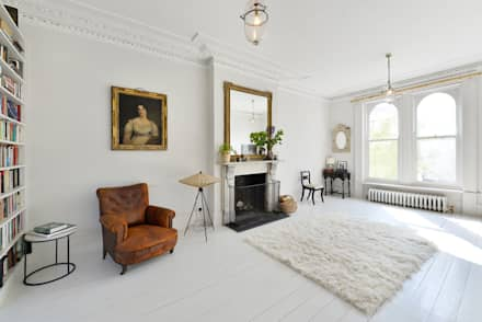 Living Room: classic Living room by Graham D Holland