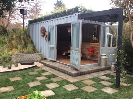 Container living with recycled materials merged into the garden: industrial Houses by Acton Gardens