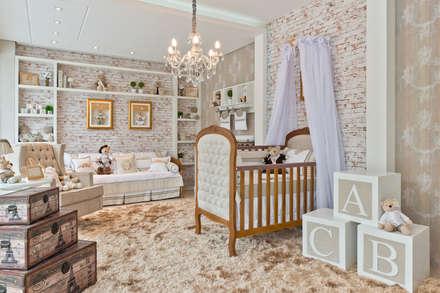 classic Nursery/kid's room by KIDS Arquitetura para pequenos
