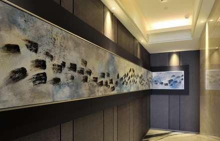 Art Gallery:  走廊 & 玄關 by POSAMO十邑設計