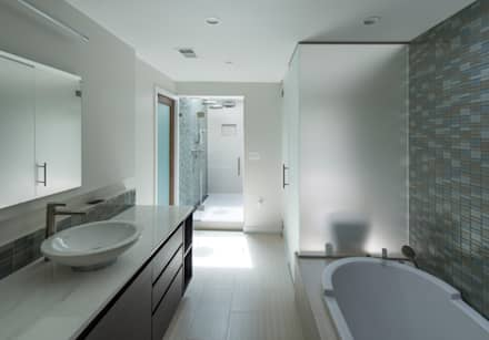 Annapolis Renovation/Addition: modern Bathroom by ARCHI-TEXTUAL, PLLC