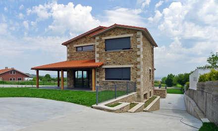 Vivienda en Veigue, Sada: Casas de estilo rústico de AD+ arquitectura