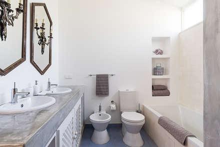 Casa de banho do Quarto suite : Casas de banho ecléticas por The Interiors Online