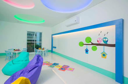 tropical Nursery/kid's room by OIKE Arquitetos