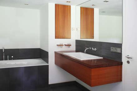 Badezimmer ideen design und bilder homify for Badezimmer innenarchitekt