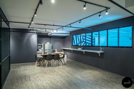 Main office area:  Offices & stores by Y&T Pte Ltd