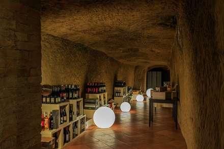 """Ristorante """"Particolare di Siena"""" - Studio Bennardi: Cantina in stile in stile Moderno di Studio Bennardi - Architettura & Design"""