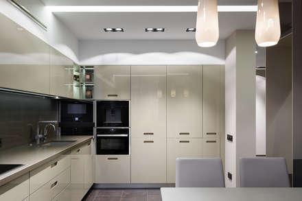 "Апартаменты ЖК ""Гранд фамилия"": Кухни в . Автор – ART Studio Design & Construction"