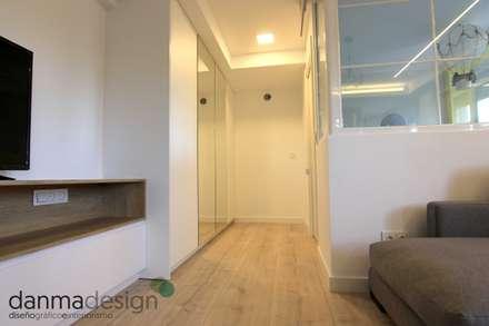 Apartamento Nórdico: Vestidores de estilo escandinavo de Danma Design