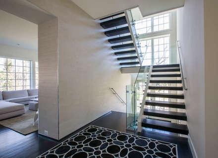 Craftsman Modern:  Corridor & hallway by FORMA Design Inc.