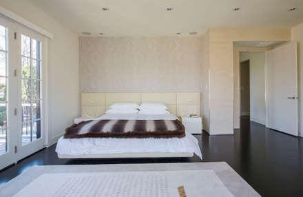 Craftsman Modern: modern Bedroom by FORMA Design Inc.