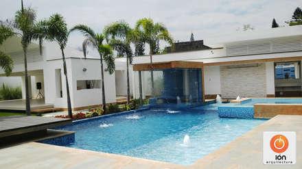 PISCINA CASA BLANCA,  Cali - Colombia: Piscinas de estilo moderno por ION arquitectura SAS