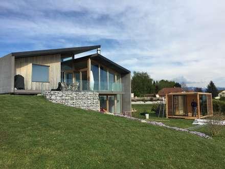 Abri SPA OUTSUN avec module bioclimatique: Spa de style de style Moderne par EXTAZE OUTDOOR