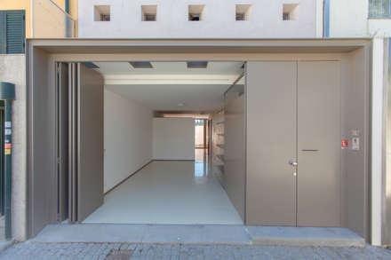Casa Peres de Sousa - Porto: Garagens e arrecadações clássicas por Francisco Barata Fernandes, Arquitectos