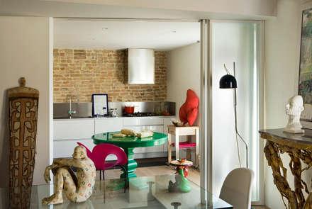 Appartamento in centro storico: Cucina in stile in stile Eclettico di Filippo Coltro architetto