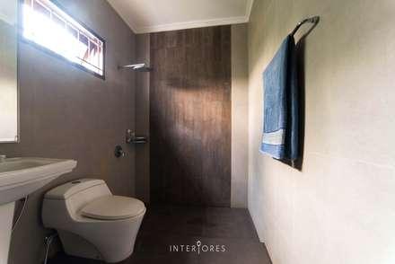 Greta90:  Kamar Mandi by INTERIORES - Interior Consultant & Build