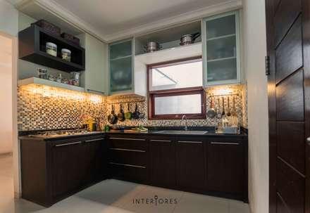 Greta90:  Dapur by INTERIORES - Interior Consultant & Build