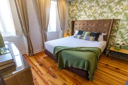 Apartamento T0 no Bairro Alto: Quartos tropicais por Sizz Design