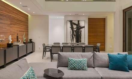 Residência Prado: Salas de jantar minimalistas por Padovani Arquitetos + Associados