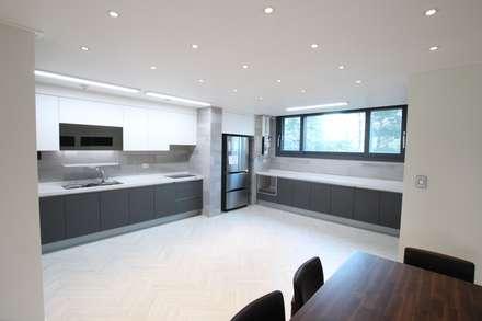modern Living room by 인테리어 파란