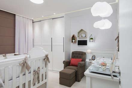 QUARTO BABY GIRL: Quarto infantil  por MM8 Arquitetura e Interiores