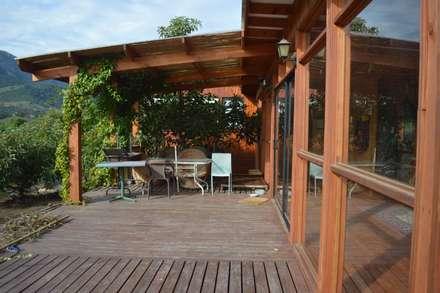 Casa Ecológica en Olmué: Terrazas  de estilo  por Nido Arquitectos