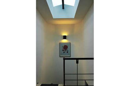 Hall: Pasillos y vestíbulos de estilo  por Ensamble de Arquitectura Integral