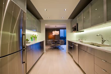 Flat in McLean, VA: modern Kitchen by FORMA Design Inc.