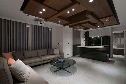 House D 鄧宅:  影音室 by 構築設計