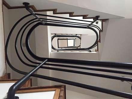 Lake View Villa 湖濱私別墅:  走廊 & 玄關 by DIANTHUS 康乃馨室內設計