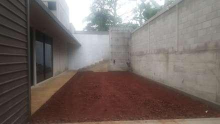 Vivienda en Fortín, Veracruz: Garajes de estilo rústico por escala1.4