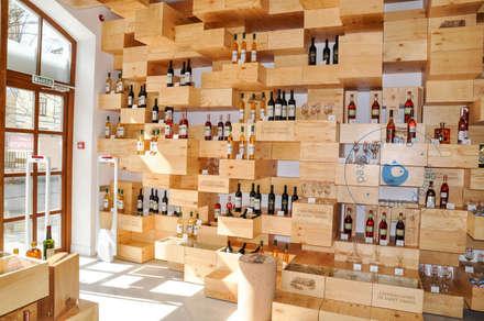 Винный бутик на Красных воротах Saint daniel: Винные погребы в . Автор – OBIC Design