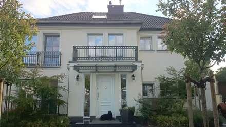 ...klassischen Gestaltungselementen ...:  Einfamilienhaus von 2kn Architekt + Landschaftsarchitekt