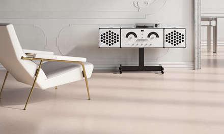Suelos LIXIO® - Micro Terrazzo Veneciano : Salas multimedia de estilo clásico de Fermox Solutions