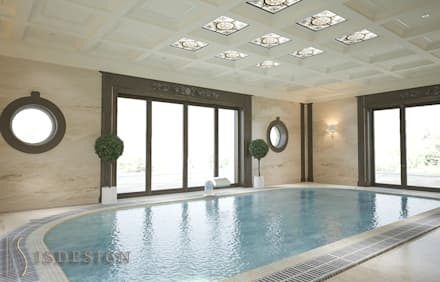 Piscina a sfioro in stile  di ISDesign group s.r.o.