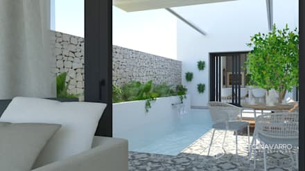 Patio piscina: Piscinas de estilo mediterráneo de Alberto Navarro Arquitectura Interior