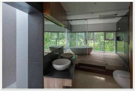 Simple Zen Bathroom Overlooking Nature : Scandinavian Bathroom By VIVEK  SHANKAR DESIGN PARTNERSHIP