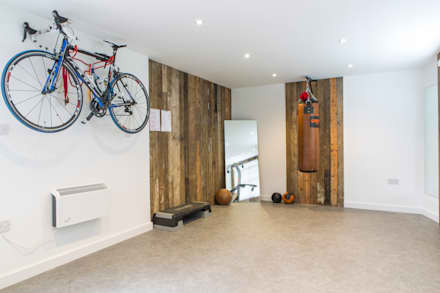 Mill house renovation and extension, Buckinghamshire: modern Gym by HollandGreen