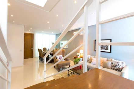 Catya: modern Corridor, hallway & stairs by Marilen Styles